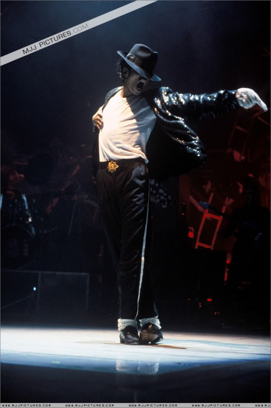 Bad World Tour Onstage- Various - Page 3 1422
