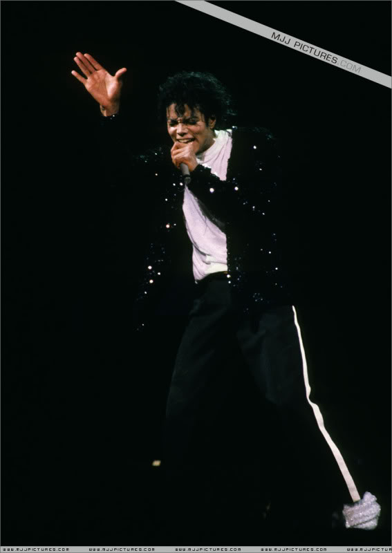 Bad World Tour Onstage- Various - Page 3 1462