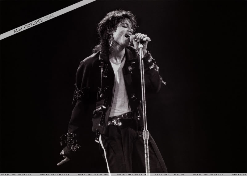 Bad World Tour Onstage- Various - Page 3 1492