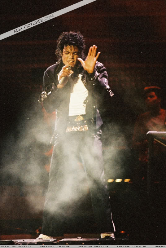 Bad World Tour Onstage- Various - Page 3 1522