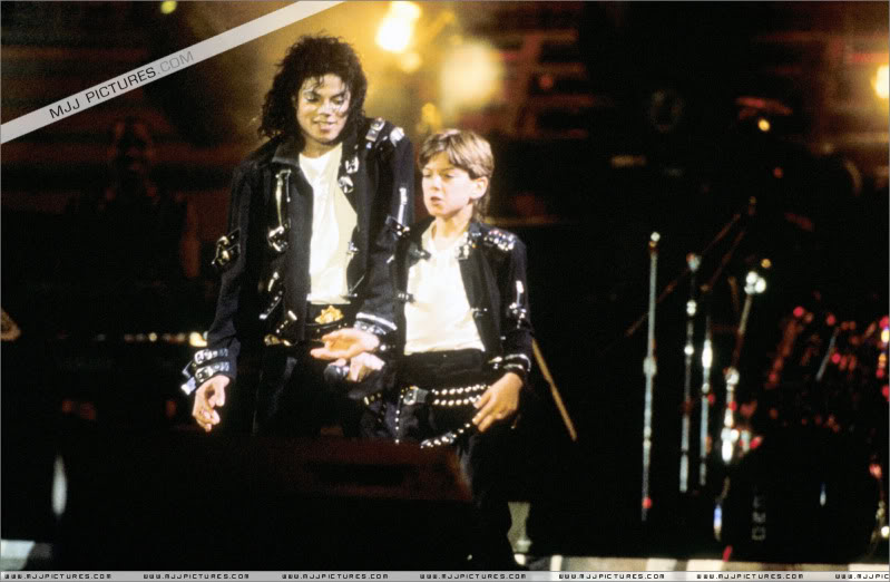 Bad World Tour Onstage- Various - Page 3 1532