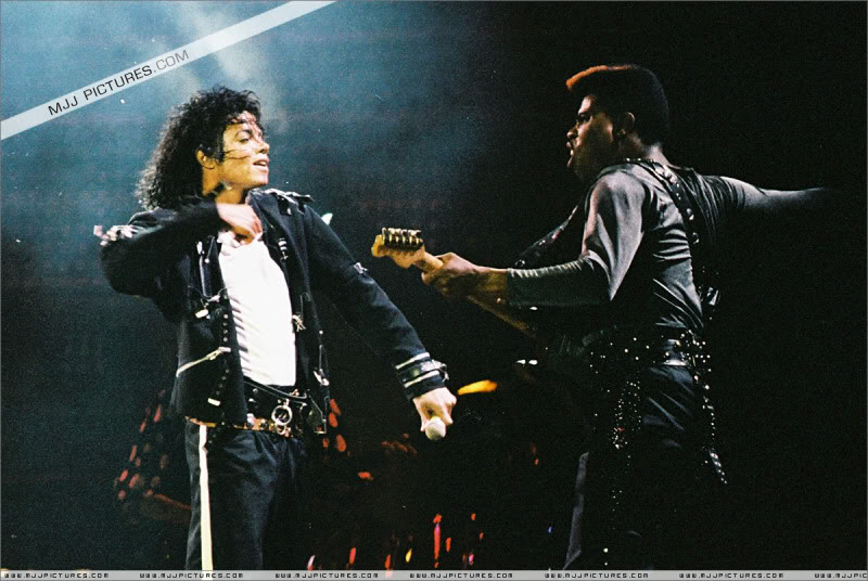 Bad World Tour Onstage- Various - Page 3 1562