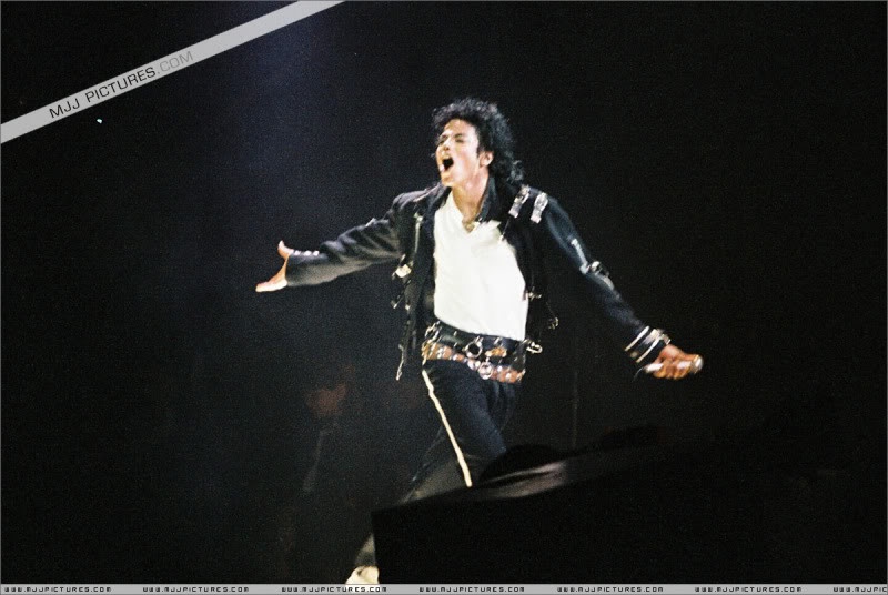 Bad World Tour Onstage- Various - Page 3 1582