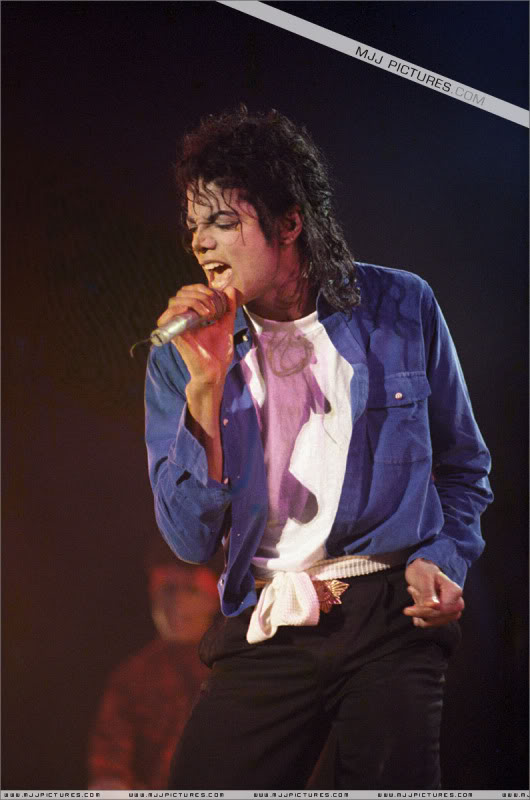 Bad World Tour Onstage- Various - Page 3 1652