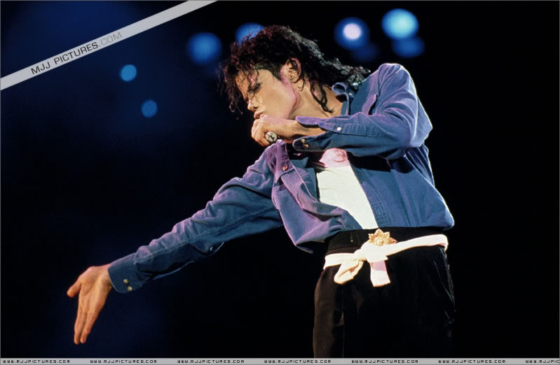 Bad World Tour Onstage- Various - Page 3 1662