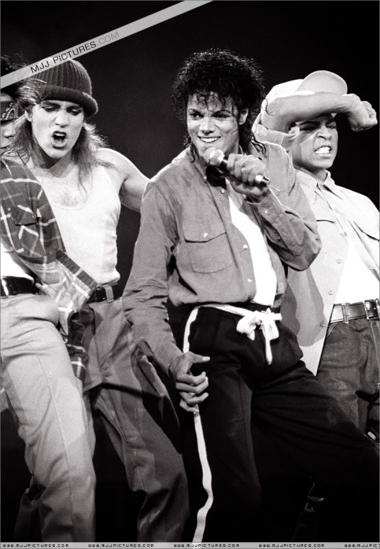 Bad World Tour Onstage- Various - Page 3 1692