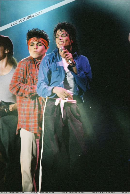 Bad World Tour Onstage- Various - Page 3 1712