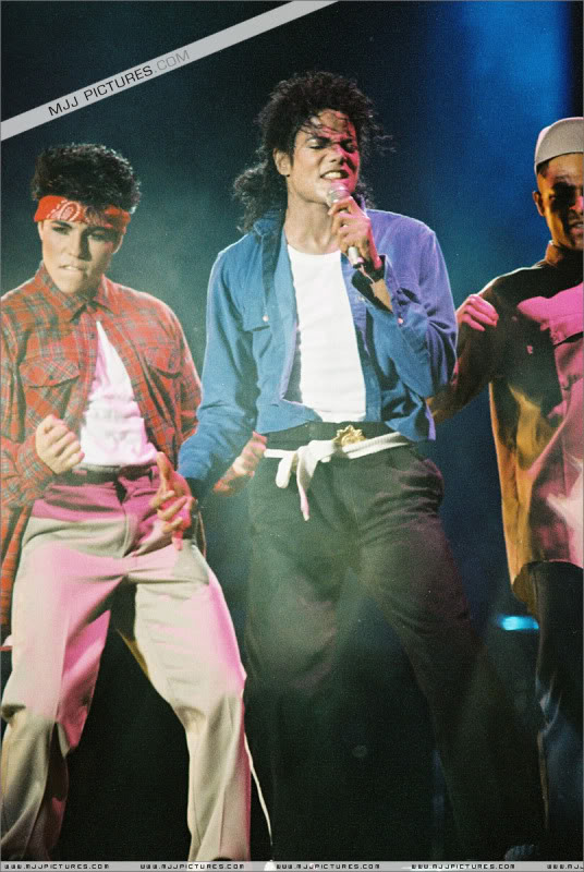 Bad World Tour Onstage- Various - Page 3 1722