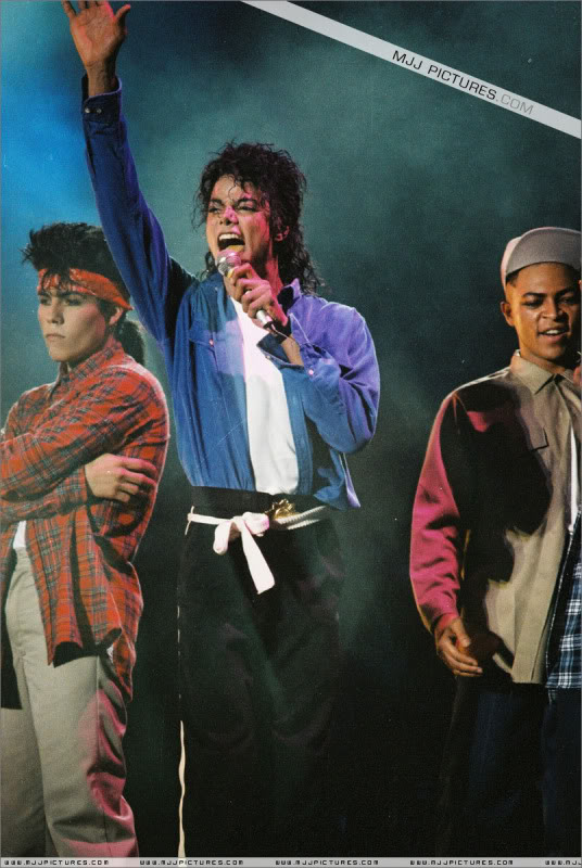 Bad World Tour Onstage- Various - Page 3 1742