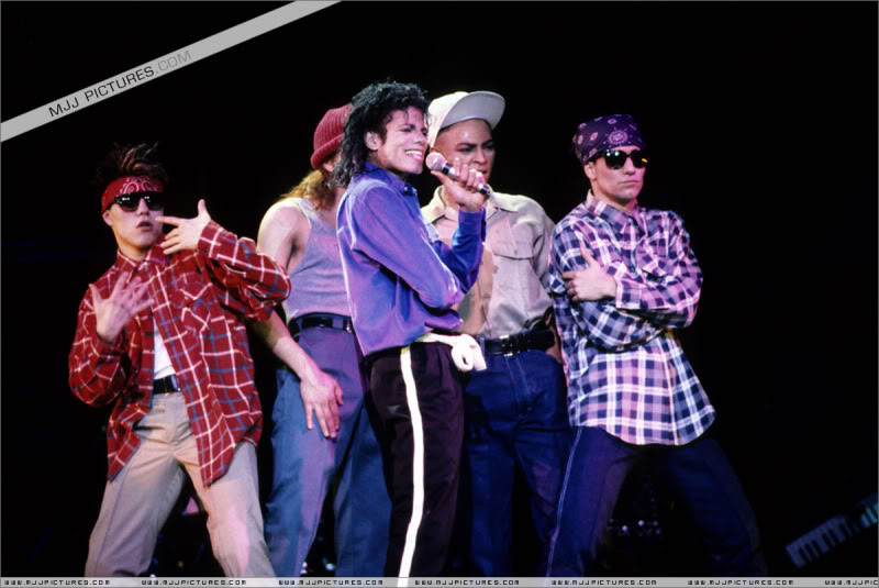 Bad World Tour Onstage- Various - Page 3 1762