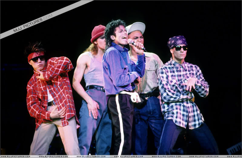 Bad World Tour Onstage- Various - Page 3 1772