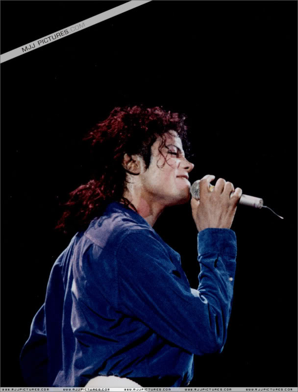 Bad World Tour Onstage- Various - Page 3 1782