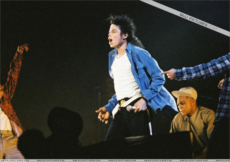 Bad World Tour Onstage- Various - Page 3 1792
