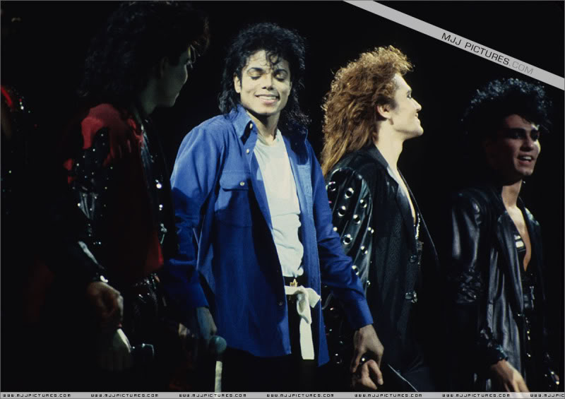 Bad World Tour Onstage- Various - Page 3 1832