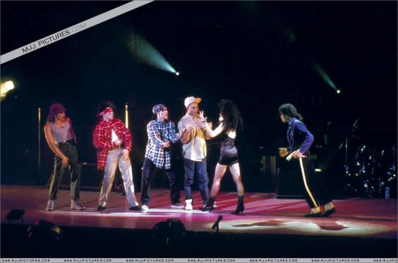 Bad World Tour Onstage- Various - Page 3 1842