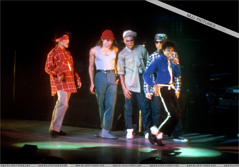 Bad World Tour Onstage- Various - Page 3 1852