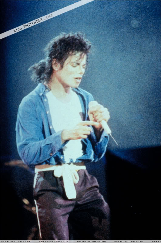Bad World Tour Onstage- Various - Page 3 1862