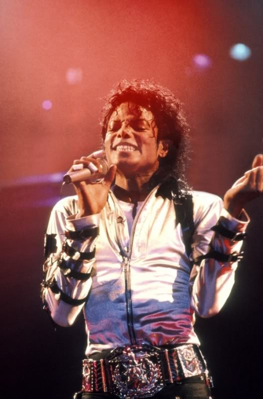Bad World Tour Onstage- Various - Page 2 267