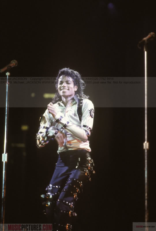 Bad World Tour Onstage- Various - Page 2 271