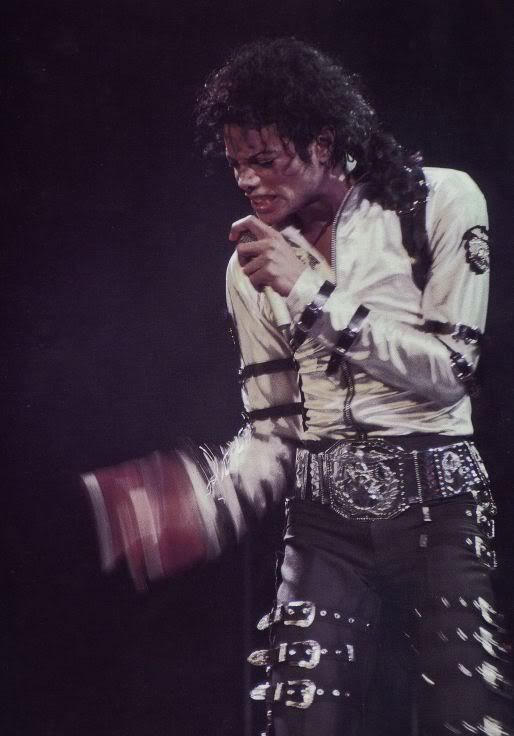 Bad World Tour Onstage- Various - Page 2 272