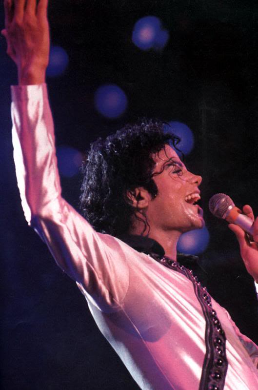 Bad World Tour Onstage- Various - Page 2 280