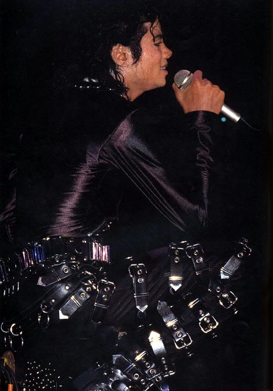 Bad World Tour Onstage- Various - Page 2 282