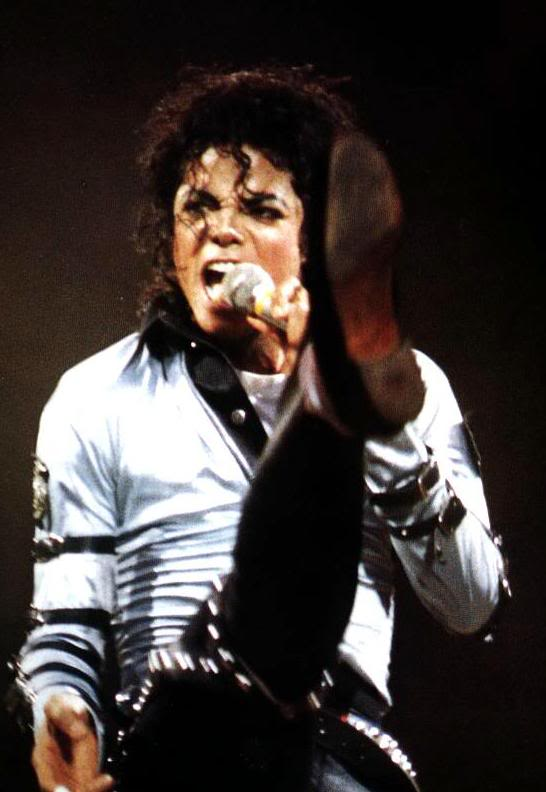 Bad World Tour Onstage- Various - Page 2 289