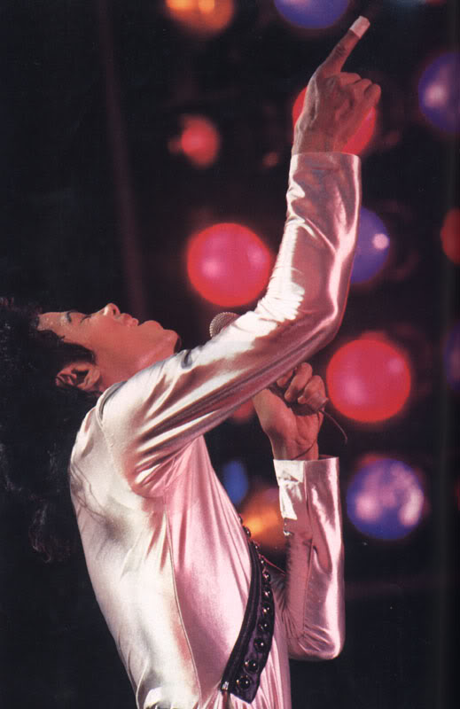 Bad World Tour Onstage- Various - Page 2 297