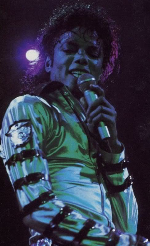 Bad World Tour Onstage- Various - Page 2 314