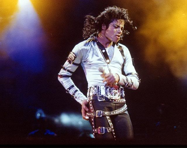 Bad World Tour Onstage- Various - Page 2 317