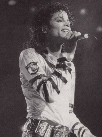 Bad World Tour Onstage- Various - Page 2 321