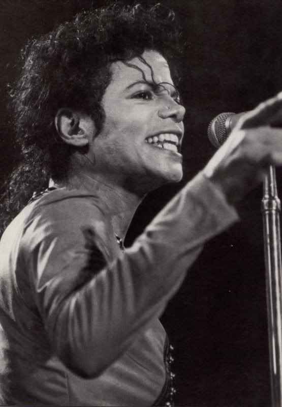 Bad World Tour Onstage- Various - Page 2 323