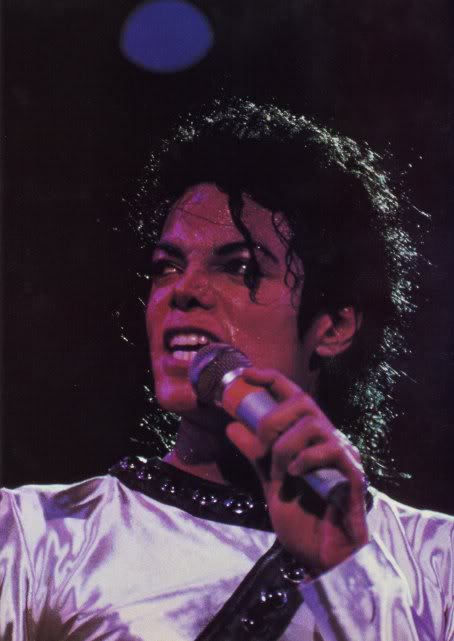 Bad World Tour Onstage- Various - Page 2 324
