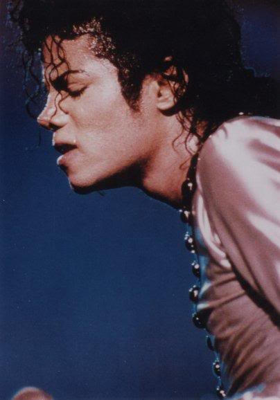 Bad World Tour Onstage- Various - Page 2 325