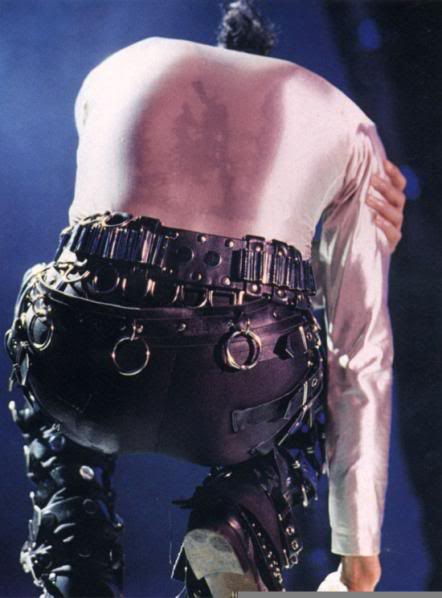 Bad World Tour Onstage- Various - Page 2 327