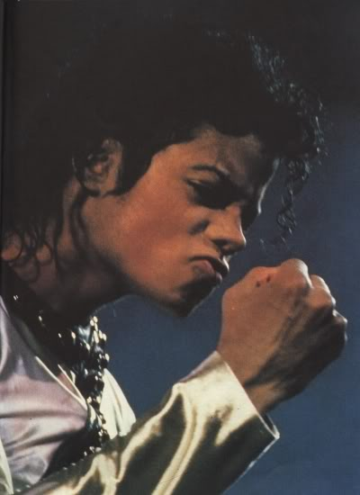 Bad World Tour Onstage- Various - Page 2 328
