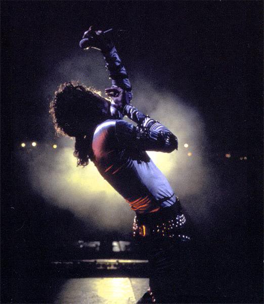 Bad World Tour Onstage- Various - Page 2 340