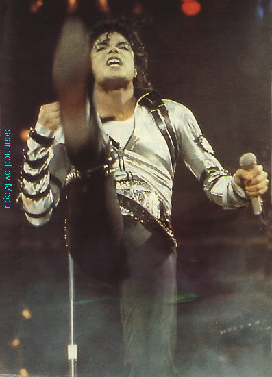 Bad World Tour Onstage- Various - Page 2 342