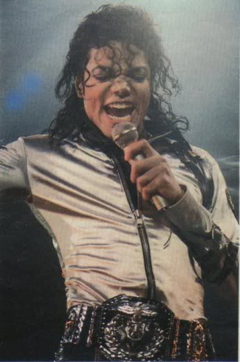 Bad World Tour Onstage- Various - Page 2 352