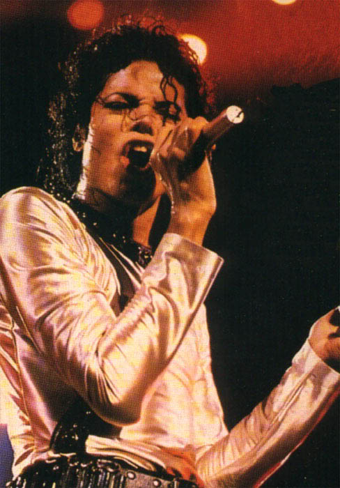 Bad World Tour Onstage- Various - Page 2 357