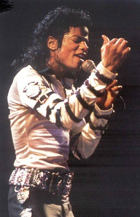 Bad World Tour Onstage- Various - Page 2 359