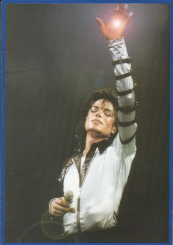 Bad World Tour Onstage- Various - Page 2 362