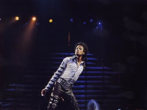 Bad World Tour Onstage- Various - Page 2 370