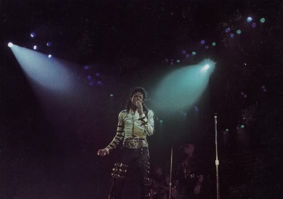 Bad World Tour Onstage- Various - Page 2 372