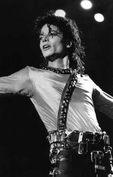 Bad World Tour Onstage- Various - Page 2 376