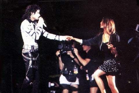 Bad World Tour Onstage- Various - Page 2 396