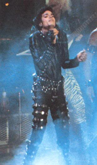 Bad World Tour Onstage- Various - Page 2 398