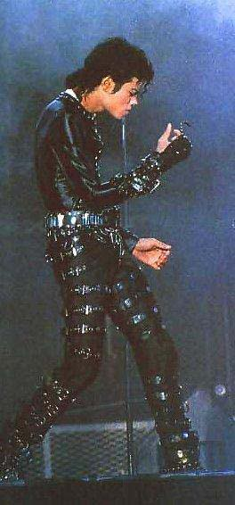 Bad World Tour Onstage- Various - Page 2 399