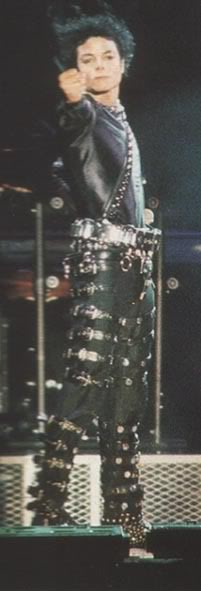 Bad World Tour Onstage- Various - Page 2 400