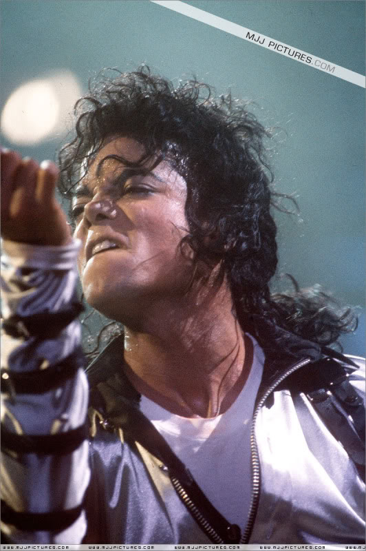 Bad World Tour Onstage- Various - Page 2 421